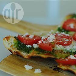 Pizza alla ricotta e pesto