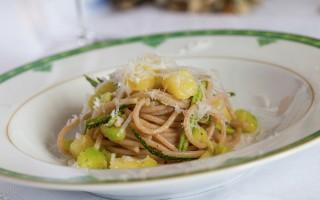 Ricetta spaghetti di farro con patate e zucchine