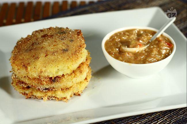 Ricetta tortine di patate con salsa di arachidi