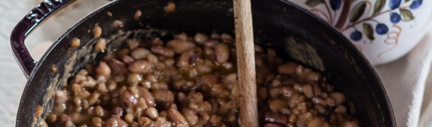 Ricetta zuppa di farro e fagioli con fave fresche e caffè