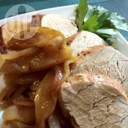 Lonza di maiale con mele e cipolle