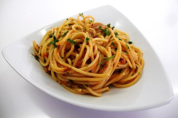 Spaghetti freddi ai ricci di mare
