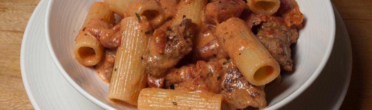 Ricetta pasta con pomodoro, ricotta e salsiccia