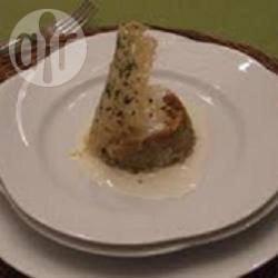 Sformato di carciofi in salsa di formaggio con cialda di parmigiano ...