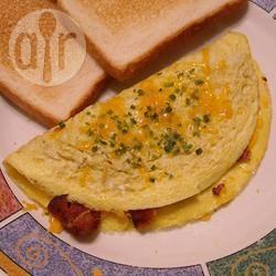 Omelette al formaggio, pancetta e cipolle rosse