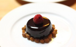Ricetta mousse leggera di cioccolato fondente con glassa lucida e ...