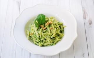 Ricetta trofie al pesto di noci e spinaci