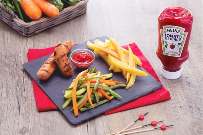 Ricetta wurstel alla griglia con patatine fritte e verdure saltate