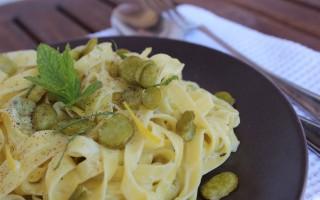 Ricetta fettuccine alle fave con crema al mascarpone