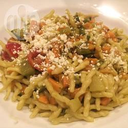 Trofie al pesto con verdure saltate e ricotta salata