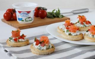 Ricetta crostini al salmone e formaggio