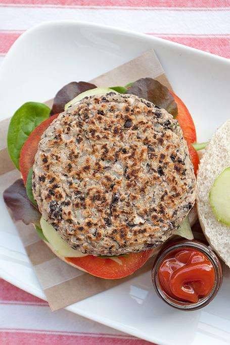 Hamburger di fagioli neri e riso integrale