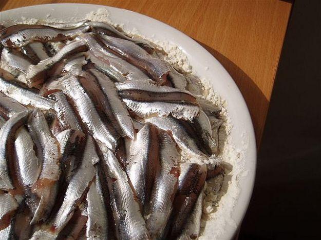 Ricetta torta salata di alici e patate