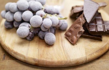 Ricetta cioccolatini bicolori all'uva