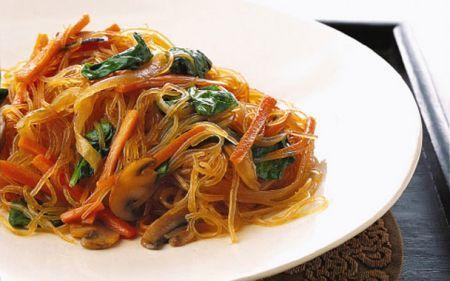 Ricetta spaghetti di soia saltati alla coreana (chapchae)
