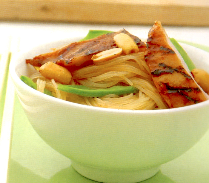 Pollo grigliato e vermicelli in salsa hoisin