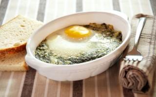Ricetta uova al gratin con spinaci