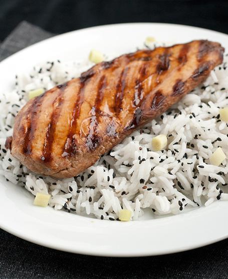 Pollo grigliato alla soia con riso basmati al sesamo nero e citronella