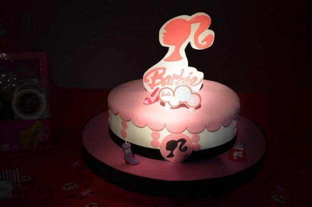 Ricetta torta di barbie in pasta di zucchero [foto]