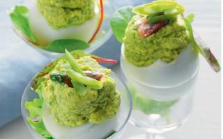 Ricetta uova ripiene di fagiolini e acciughe al verde