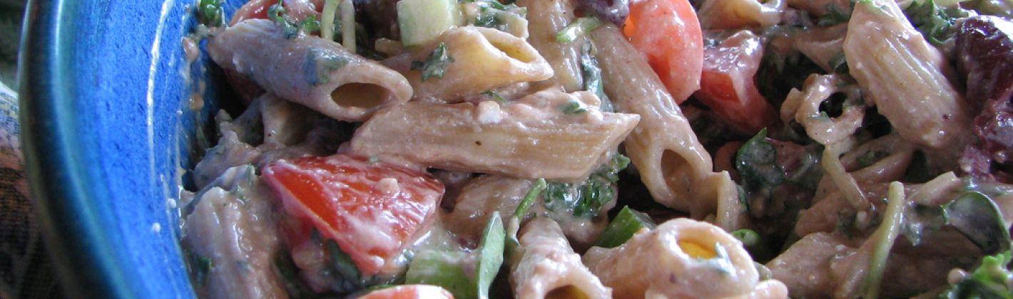 Ricetta pasta alla menta con feta, rucola e olive