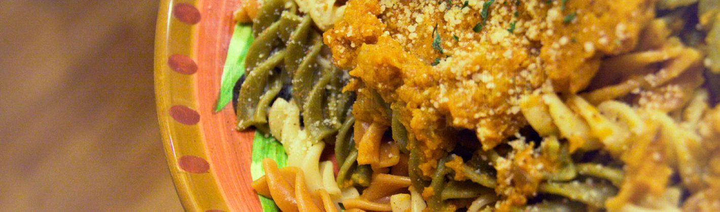 Ricetta pasta con zucca, taleggio, pinoli e olive