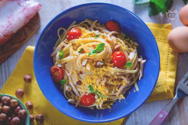 Ricetta pasta con calamari e tuorlo sodo