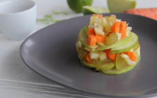 Ricetta insalata di frutta e verdura con tè bianco e lime