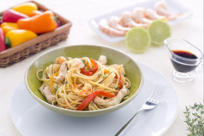 Ricetta spaghetti saltati con pollo e mazzancolle