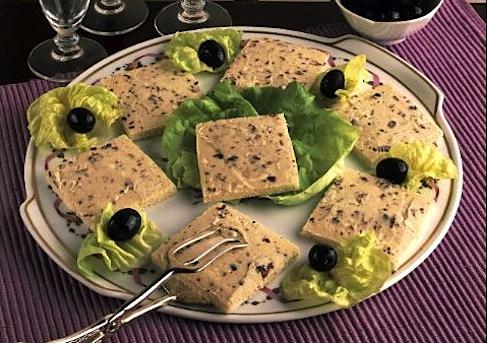 Tartine alle olive e pasta d'acciughe