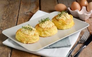 Ricetta nidi di patate con uova