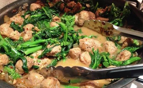 Bocconcini di tacchino con broccoli, uvetta e zafferano