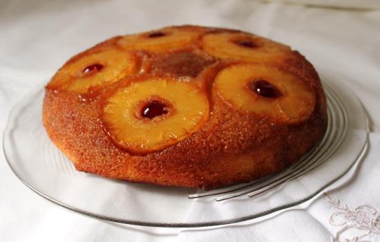 Torta con frutta e spezie