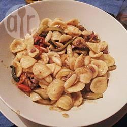 Pasta con seppioline e zucchine alla julienne