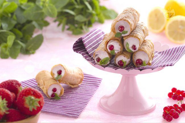 Ricetta cannoli di pasta fillo con meringa ai frutti rossi