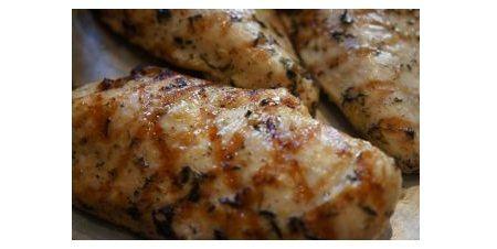 Ricetta petto di pollo marinato alla griglia con salsa piccante ...