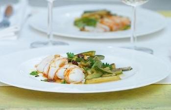 Cicale di mare con insalata di zucchine