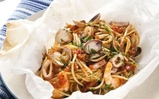 Ricetta spaghetti ai frutti di mare al cartoccio