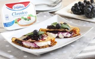 Ricetta crepes dolci al formaggio e uva fragola