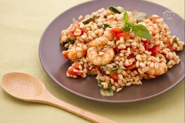 Ricetta insalata d'orzo con acciughe, gamberetti e pomodorini