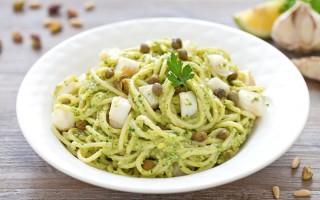 Ricetta spaghetti al pesto di prezzemolo e halibut