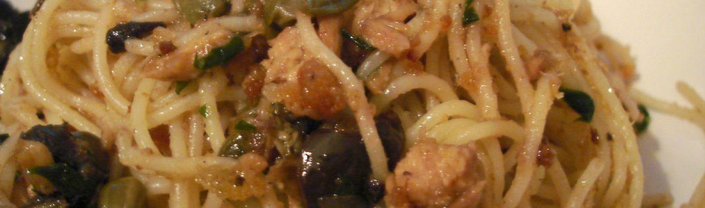 Ricetta pasta alle olive e tonno