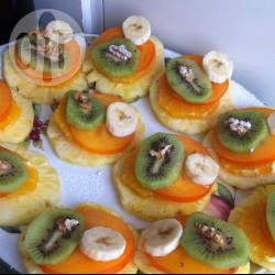 Torrette di frutta per le feste