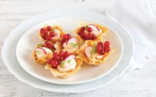 Ricetta mini tartellette di pasta fillo alla spuma di salmone, ravanelli ...