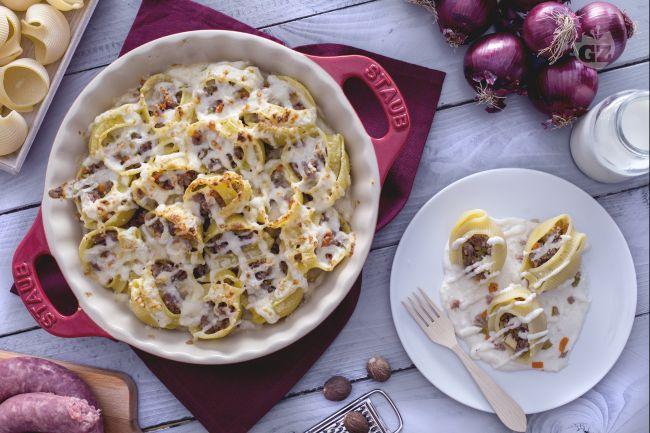 Ricetta lumaconi con salsiccia e scamorza