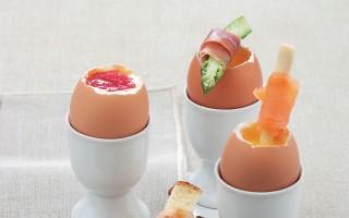 Ricetta uova alla coque guarnite