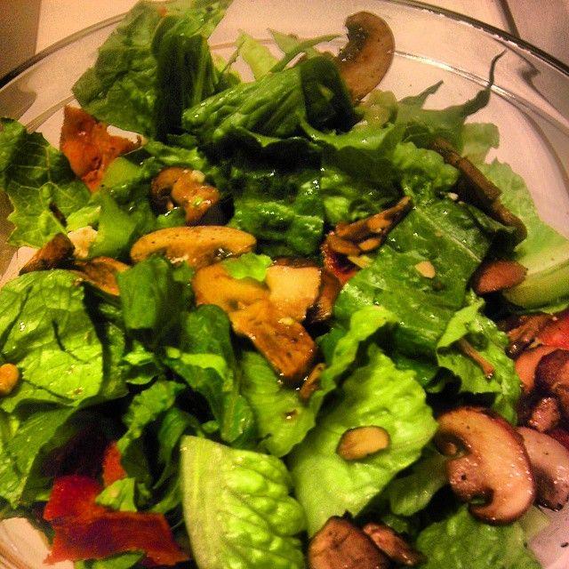 Ricetta insalata con funghi, emmental e noci