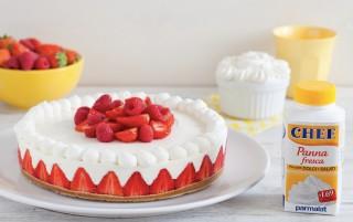 Ricetta torta allo yogurt, fragole e panna