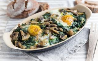 Ricetta terrina di pane, uova, funghi e spinaci