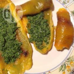 Peperoni grigliati con salsa verde al tonno